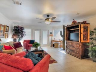 Gorgeous 2/2 Guadalupe River Resort Condo, New Braunfels