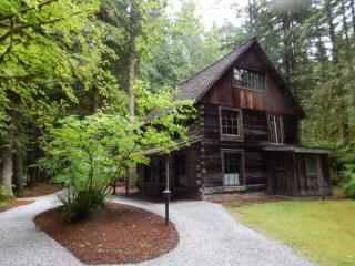 CR100tMapleFalls  - 20SW Snowater Condo #20 -This nicely decorated 2 Story