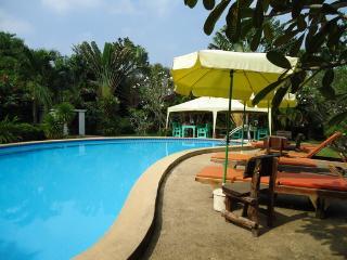 VILLA BOUGAINVILLE-3 bedrooms-en-suite-FREE WIFI, Pattaya