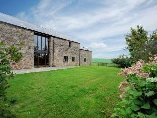 CARMI Barn situated in Fowey (4mls N)