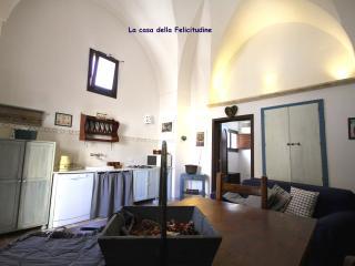 La casa della felicitudine, Lecce