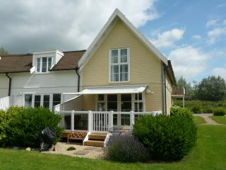 Natterjack Lodge, Isis Lakes 50 - 3 bedroom lakeside lodge in the Cotswolds