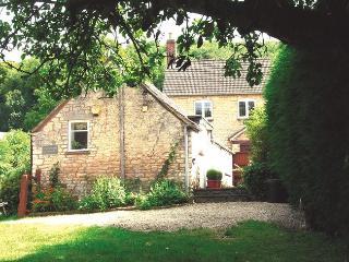 DUKEB Cottage in Tetbury, Dursley