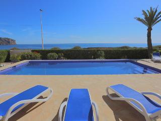 Vista Alegre - Seafront villa with garden and pool
