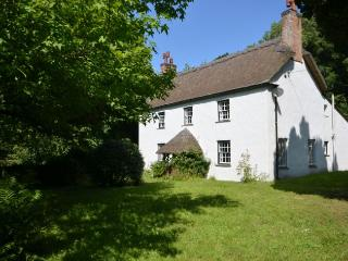 HACOT Cottage situated in Hartland (1ml NW)