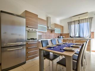 Stunning, Sliema, Comfortable, 3-bedroom Apart