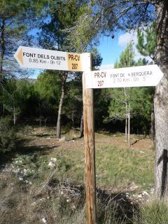 Indicaciones de la Font dels Olbits y la Font de  La serquera.