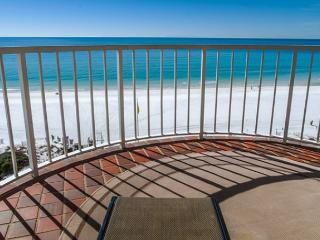 Free Beach Service! 7th floor condo, completely updated! Beach is steps away!