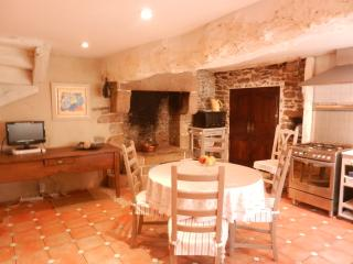 Beautiful cottage in the heart of Dinan (B004)