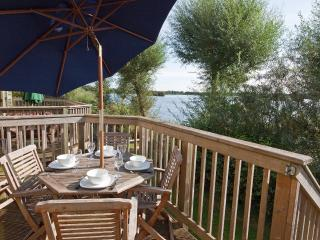 Tide Cottage, Mill Village 75 - 3 bedroom lakeside cottage in the Cotswolds