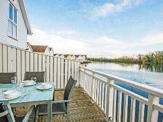 Eider Lodge, Spring Lake 52 - 3 bedroom lakeside lodge in the Cotswolds