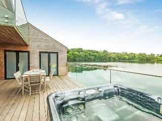 Longtail, Waters Edge 9 - 3 bedroom lakeside lodge with hot tub