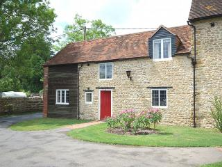 IVHOU Cottage situated in Wincanton (1ml E)