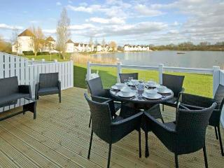 The Willows, Windrush Lake 43 - 3 bedroom lakeside lodge in the Cotswolds