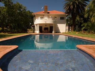 Orange Grove House - Quiet Colonial Elegance, Harare
