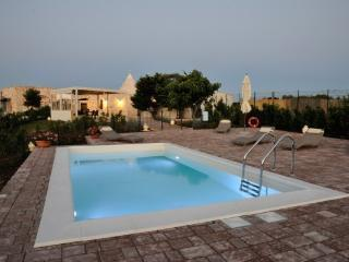 Amazing Luxury Trullo private Pool, shared Jacuzzi
