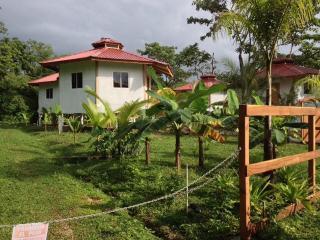 Casa Abundancyah. B&B - La Tortuga room, Bocas Town