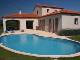 Villa Vinca - pool, WiFi & stunning scenic views