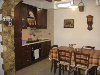 Tavernetta rustica negli uliveti del Gargano, Mattinata