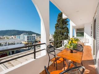 Center apartment 500m from the beach