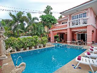 Baan Dee-Chai - 5 Bedroom Private Pool Villa in Jomtien Beach, Pattaya, Thailand