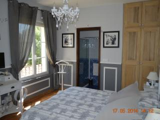 Le Moulin des Escassades Grey Room