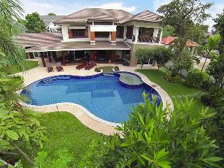 Villa Evelise - 8 Bedroom Villa in Chiang Mai, San Phi Suea