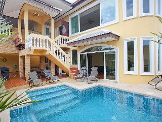Villa Nathalie - 7 Bedroom Villa near Pattaya