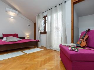 Room 5 (2+1), Stanići
