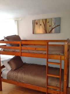 Bunk beds in 2nd bedroom downstairs adjacent to Queen