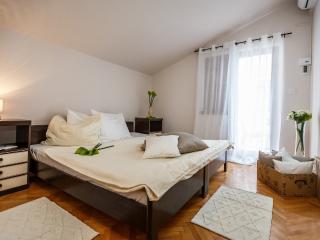 Room 6 (2+0), Stanici