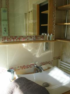 Double sink ensuite bathroom
