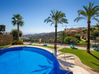 Holiday Townhouse with shared pool, golf nearby in, Elviria