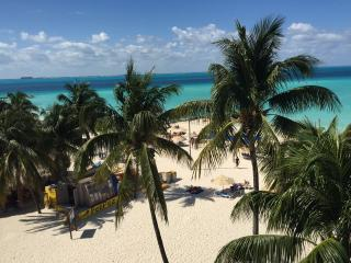On the Beach - Ixchel Condo- 4th Floor Ocean Front, Isla Mujeres