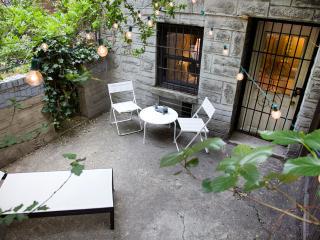 Beautiful Furnished UES garden Studio!, New York City