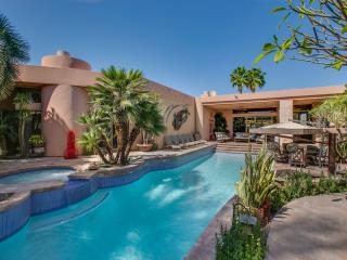 """Hidden Gem"" SWIM UP POOL BAR/SPA, POOL TABLE, La Quinta"