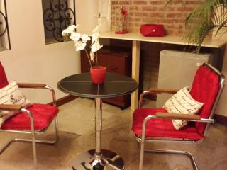 """Mi Casa"" Boutique B&B. Red room, San Jose"