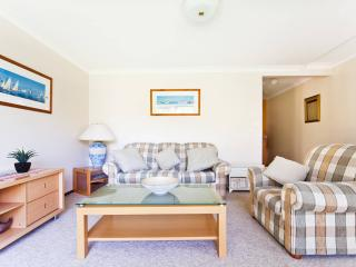 Northern Beaches spacious  2 bedroom apartment, Mona Vale