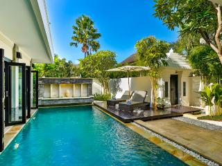 VILLA AMALA - SPACIOUS AND NEW 3 BED IN TOP LOCALE, Seminyak