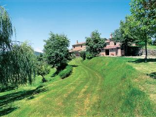 A  beautifully restored farmhouse, in harmony with the surrounding countryside. HII FON, Siena