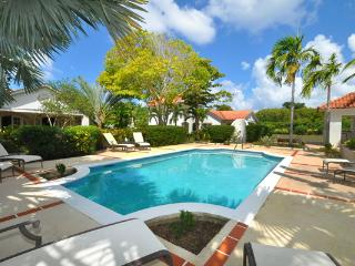 Located at the corner of the Holders Polo Field, this villa also contains a 1-bedroom cottage. RL BTC, Barbados
