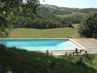 Just minutes from Todi, this modern, 3 bedroom villa offers breathtaking views over the rolling hills of Umbria HII BEA, Umbría