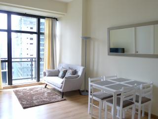 Knightsbridge 2 BR TV WIFI POOL GYM, Makati