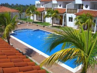 Attractive townhouses with short walk to the beach, Playa El Agua