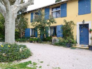 AIX A LA CAMPAGNE 1, bed and breakfast
