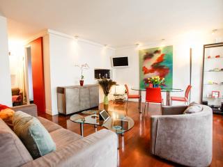 Stylish living room with flat-screen TV, WLAN internet, phone and Hifi.
