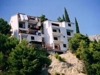 Bright flat with sea-view terrace, Omis