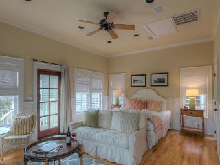 Hammock Carriage House - Right Next to the Town Center and Two Pools!!, Rosemary Beach
