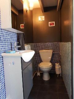 Le lavabo et les wc
