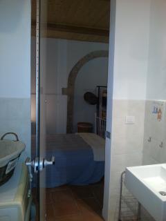 Vista stanza dal bagno